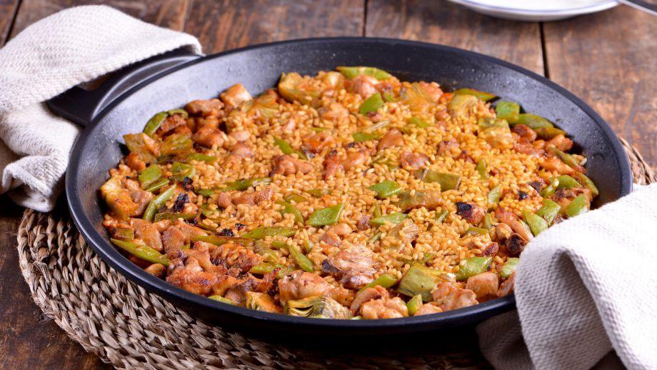 Paella valenciana con conejo pollo y alcachofa sergio for Cocina valenciana