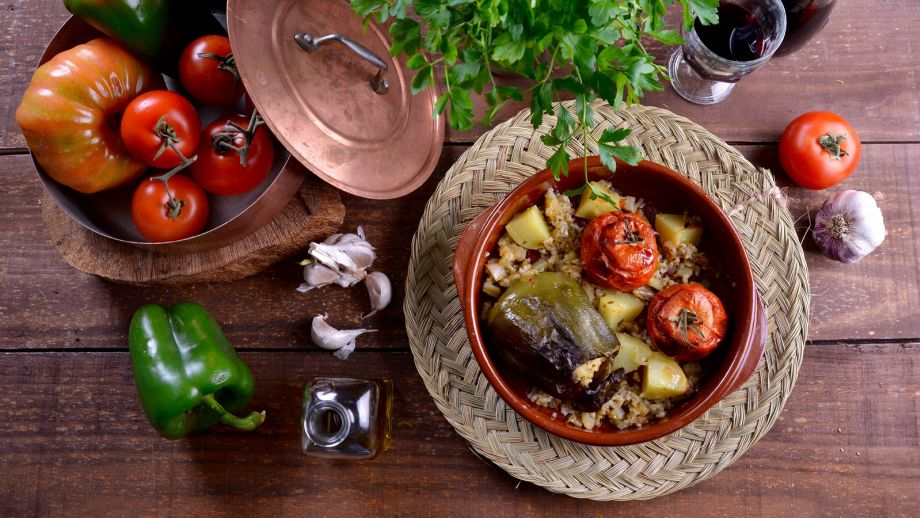 Tomates y pimientos rellenos (Gemistá) - María Zannia - Receta ...
