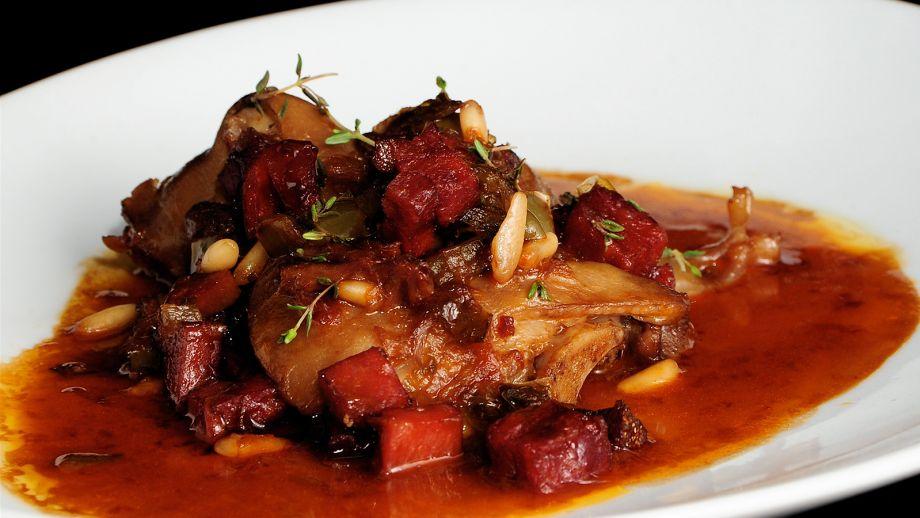 Patas de cerdo a mi estilo - Sergio Fernández - Receta - Canal Cocina