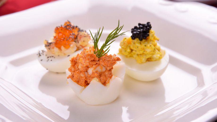 Huevos rellenos de salm n mimosa elena aymerich receta for Canal cocina cocina de familia