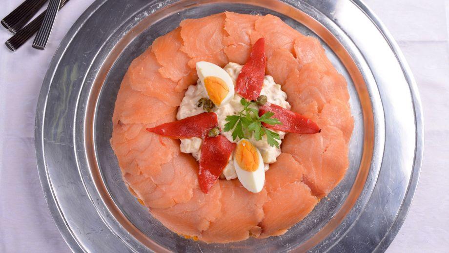 Corona de salm n con ensaladilla elena aymerich receta for Canal cocina cocina de familia