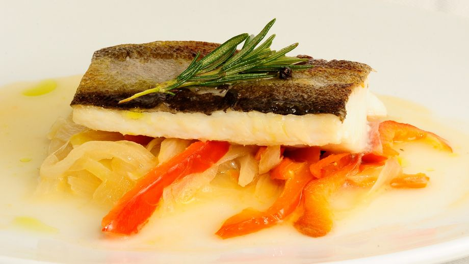 Bacalao encebollado sergio fern ndez receta canal cocina for Canal cocina sergio fernandez