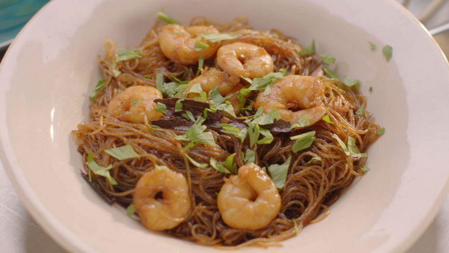 Tallarines con canela y langostinos (Thai noodles with cinnamon and prawns)  Simplemente Nigella Ep: