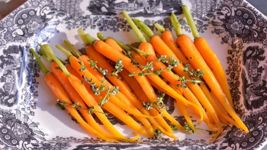 Zanahorias A La Mantequilla Para Acompanar Pablo Vicari Receta Canal Cocina La zanahoria es una de las hortalizas más conocidas, de raíz fusiforme comestible; zanahorias a la mantequilla para acompanar cenas al aire libre ep 14