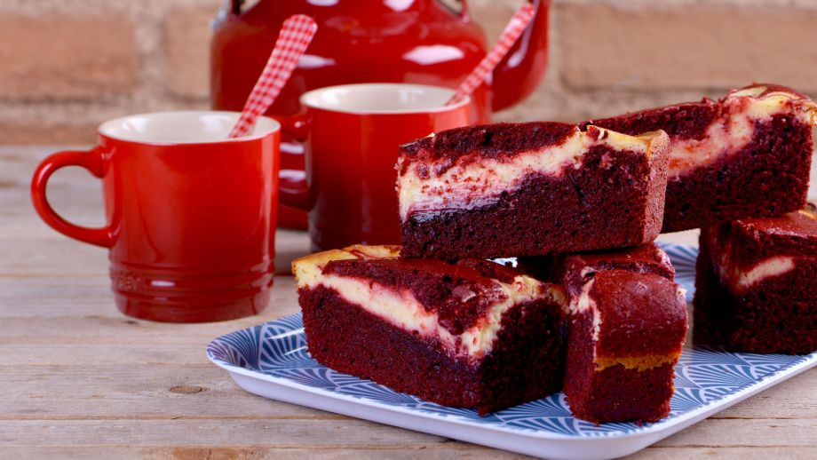 Brownie de red velvet alma obreg n receta canal cocina for Canal cocina alma obregon