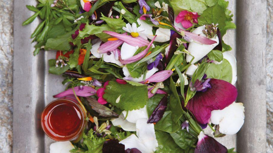 Ensalada flower power (Flower power salad) - Annabel Langbein ...