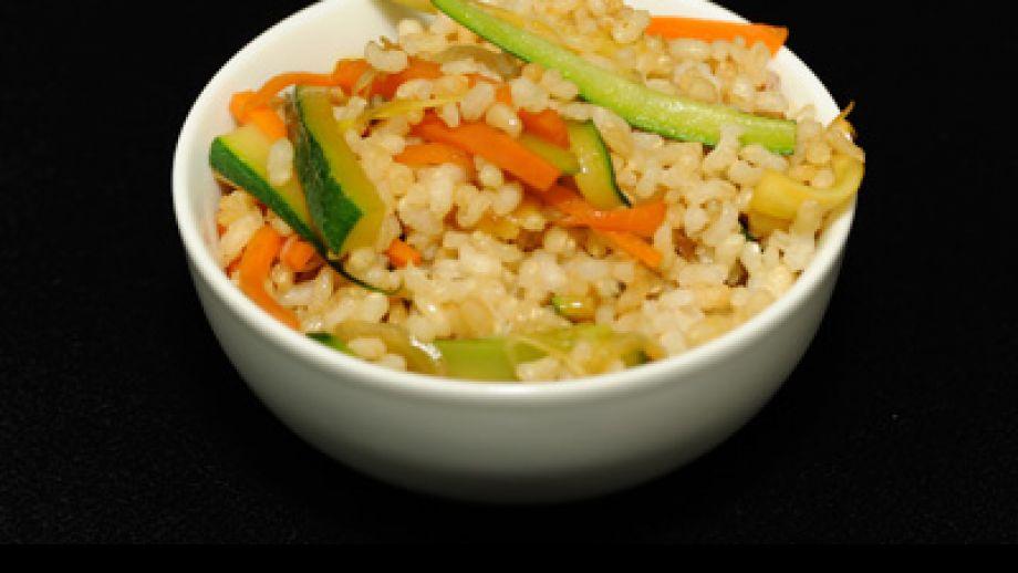 Arroz integral con verduras salteadas y salsa de soja - Arroz con verduras light ...