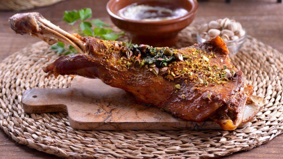 Cordero con labna y pistachos khuruf bel lebna najat - Cordero estilo marroqui ...