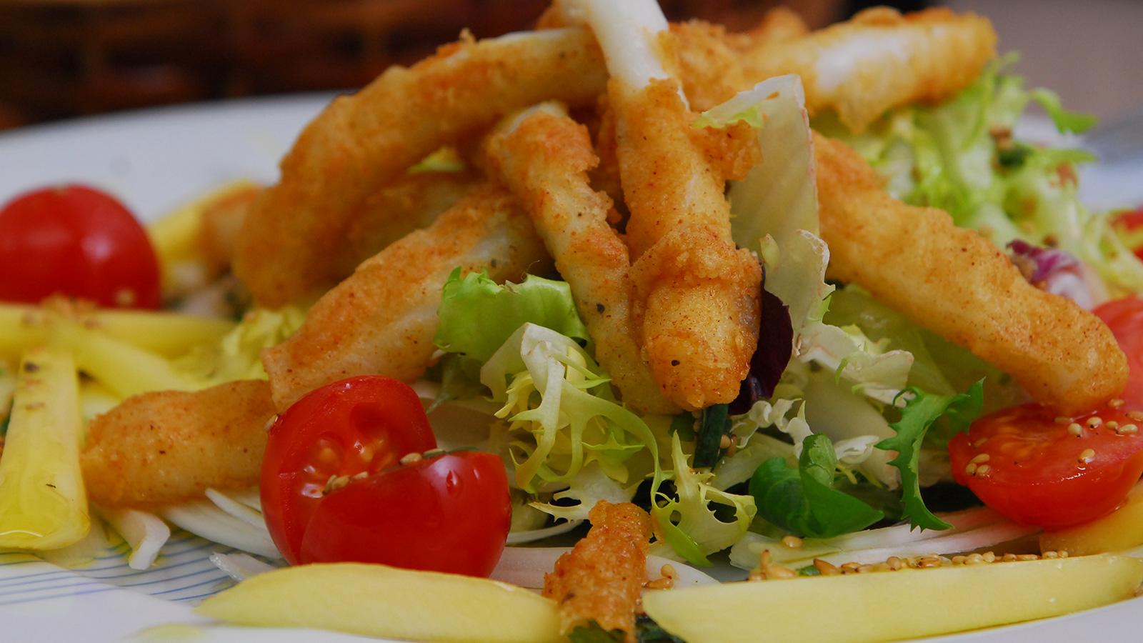 Ensalada de rabas de calamar con lima y mango julius - Limpiar calamares pequenos ...