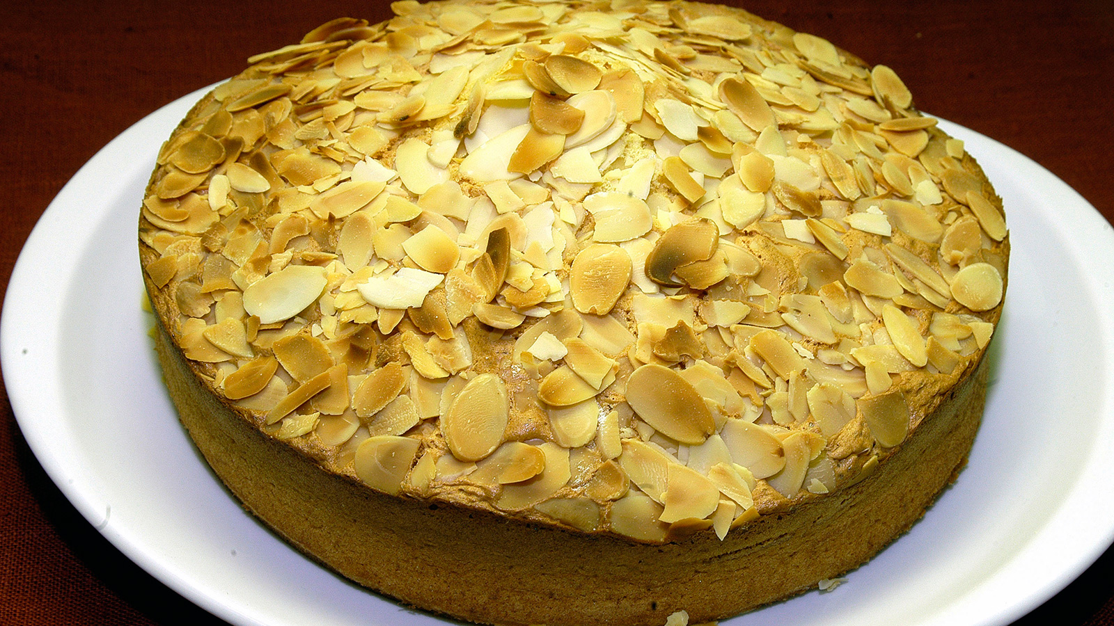 Tarta de almendras i aki oyarbide video receta canal for Cocinas enteras