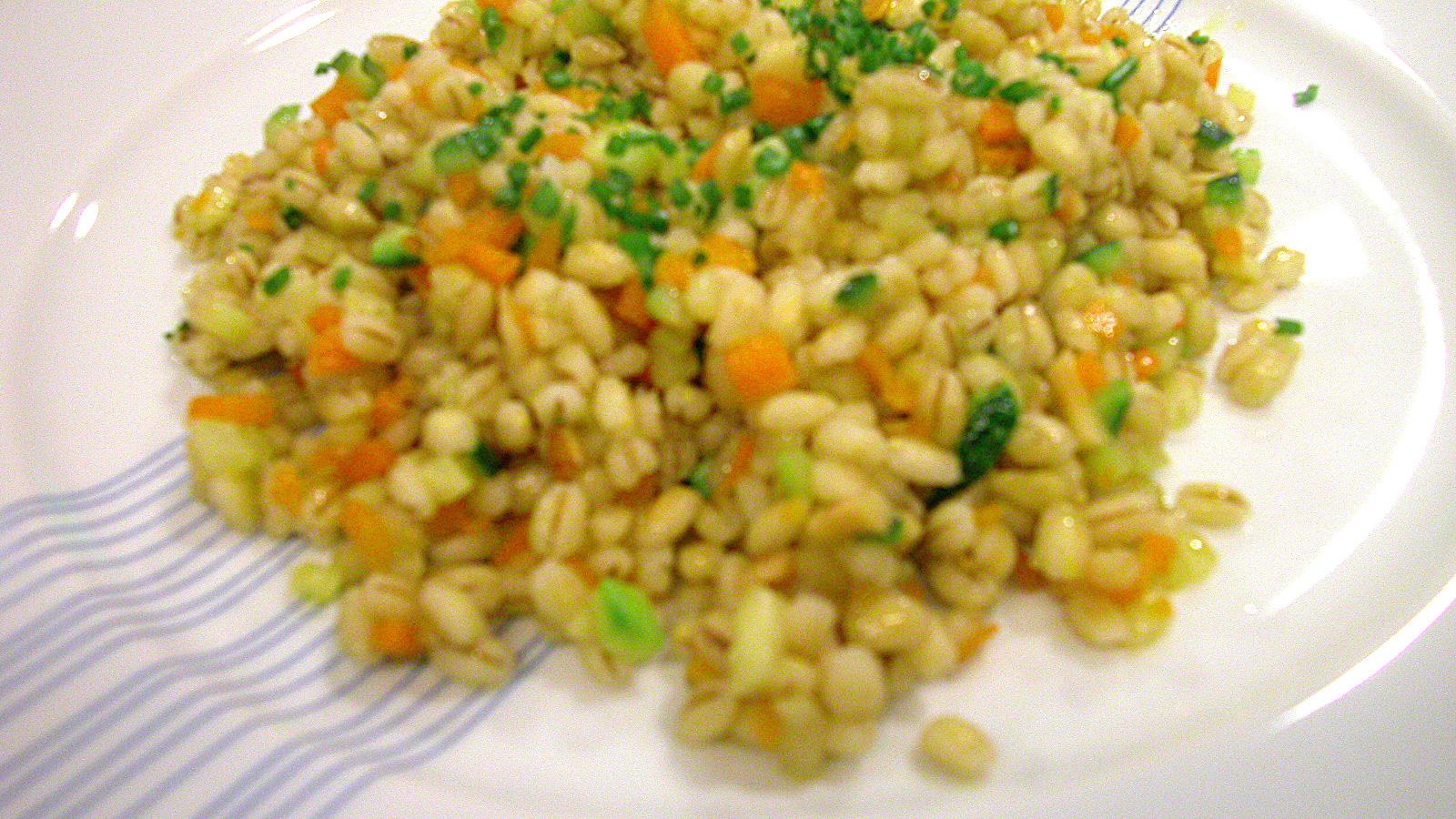 Cebada Salteada Con Calabacin Y Zanahoria Marta Aranzadi Video Receta Canal Cocina Pela y pica el ajo. cebada salteada con calabacin y zanahoria cocina sana ep 5