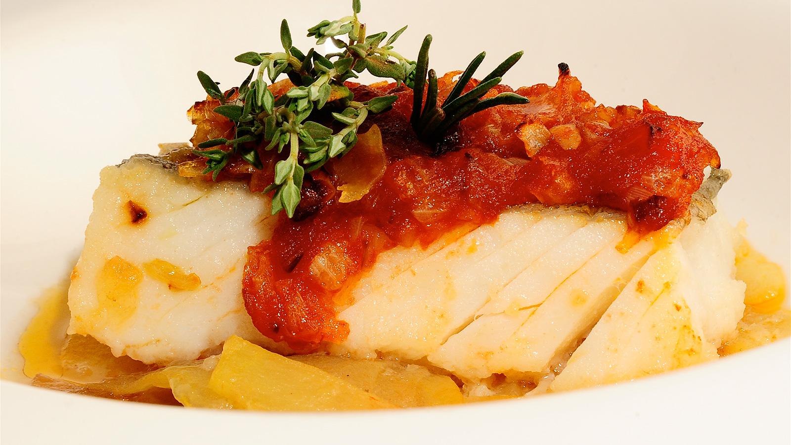 Bacalao al horno sergio fern ndez receta canal cocina - Cocinar bacalao congelado ...