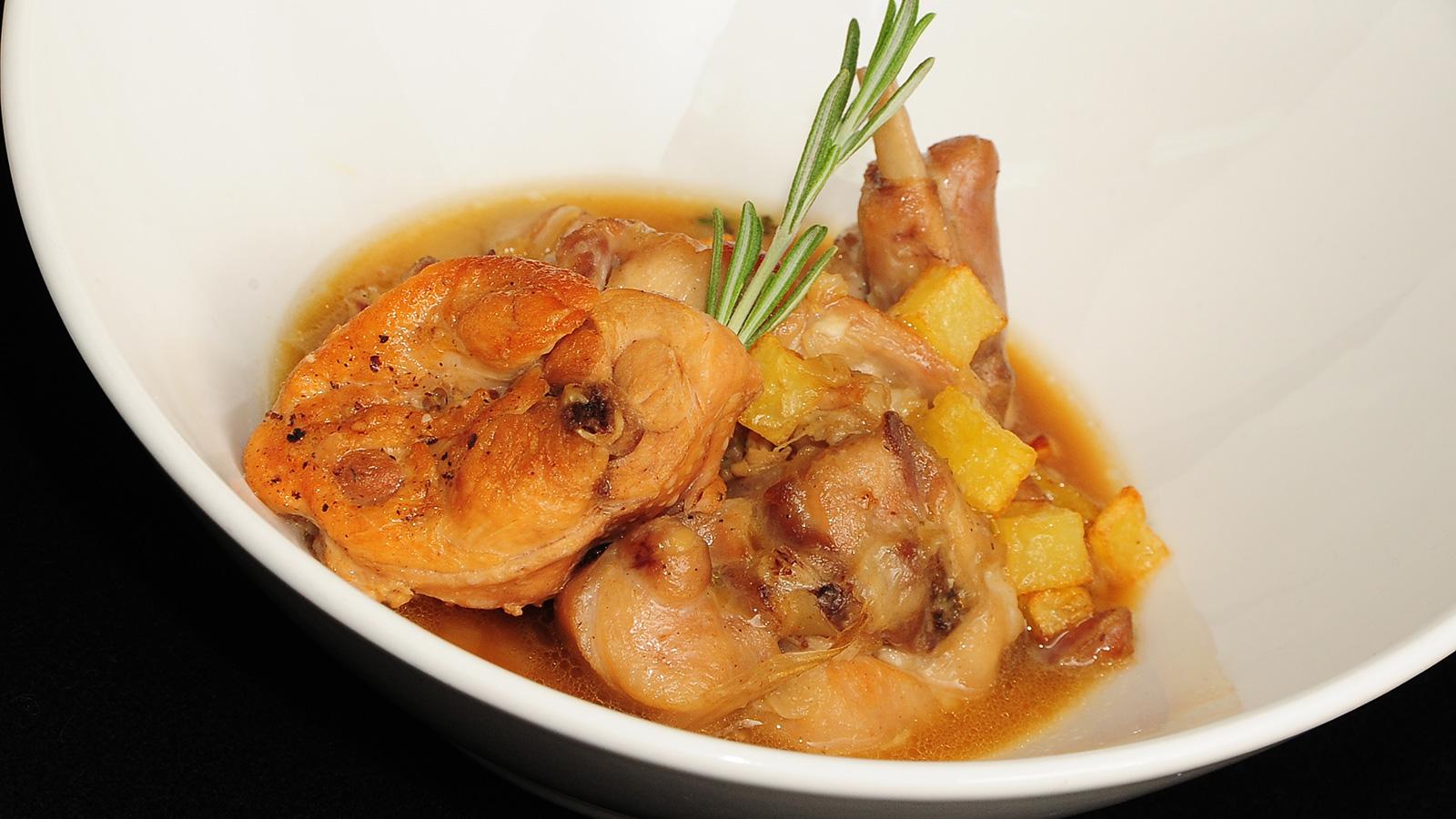 Conejo en salsa sergio fern ndez receta canal cocina for Canal cocina sergio fernandez