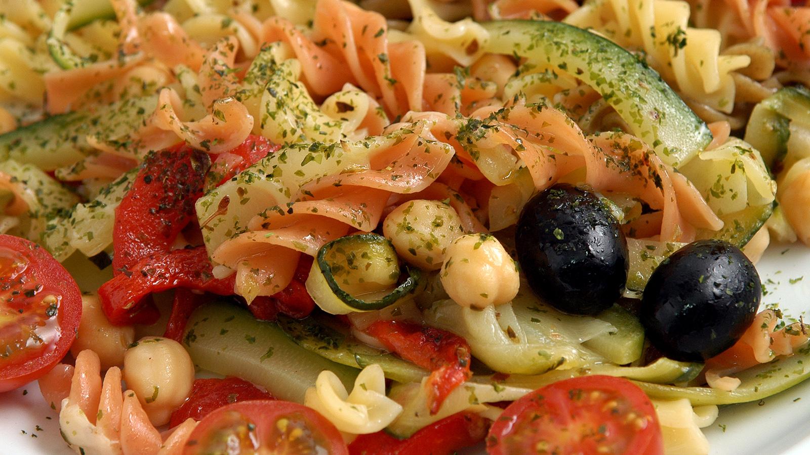 Ensalada de pasta marisa fern ndez receta canal cocina for Ensalada de pasta integral