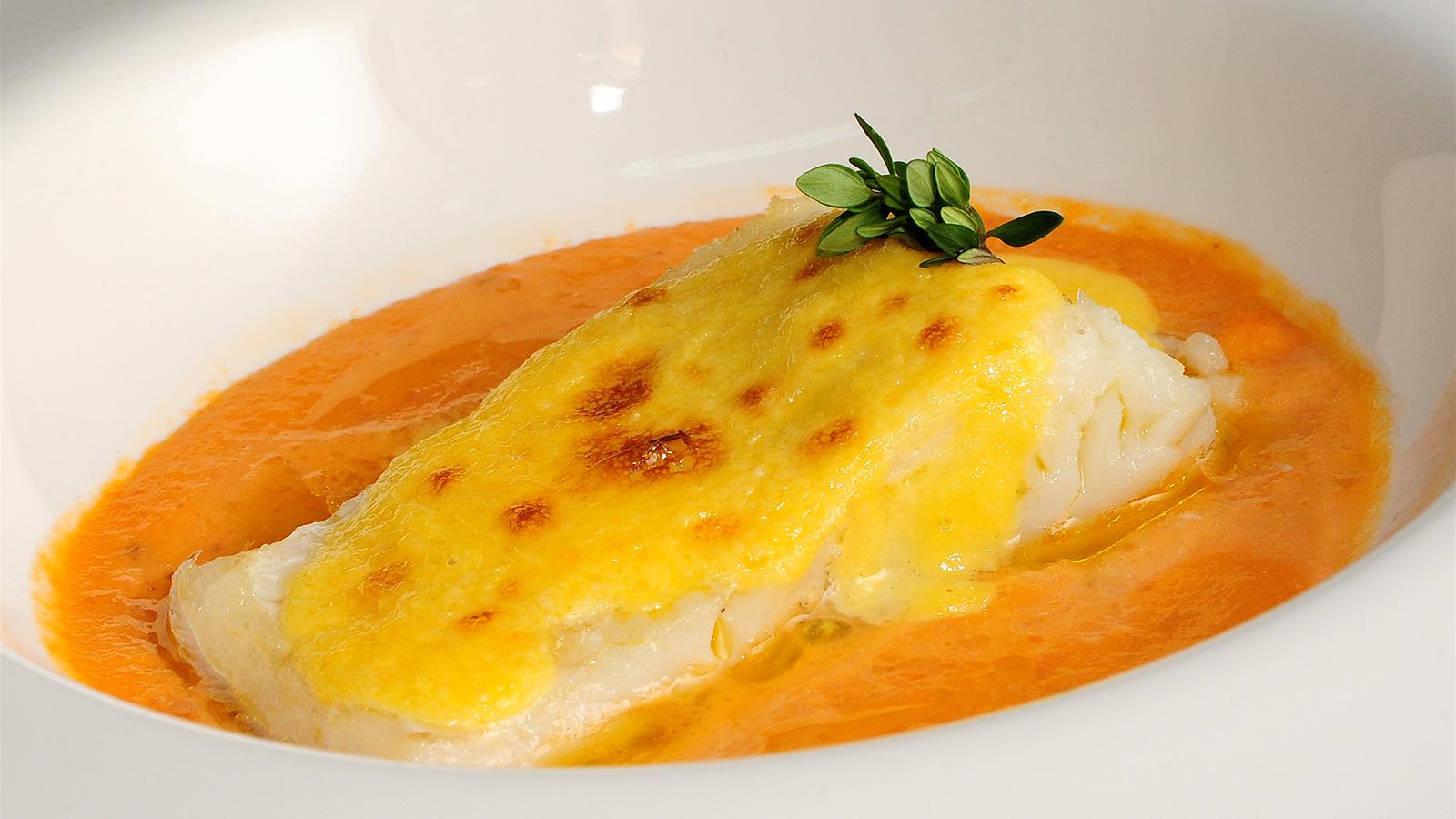 Bacalao confitado al ajo sergio fern ndez receta canal cocina - Cocinar bacalao desalado ...