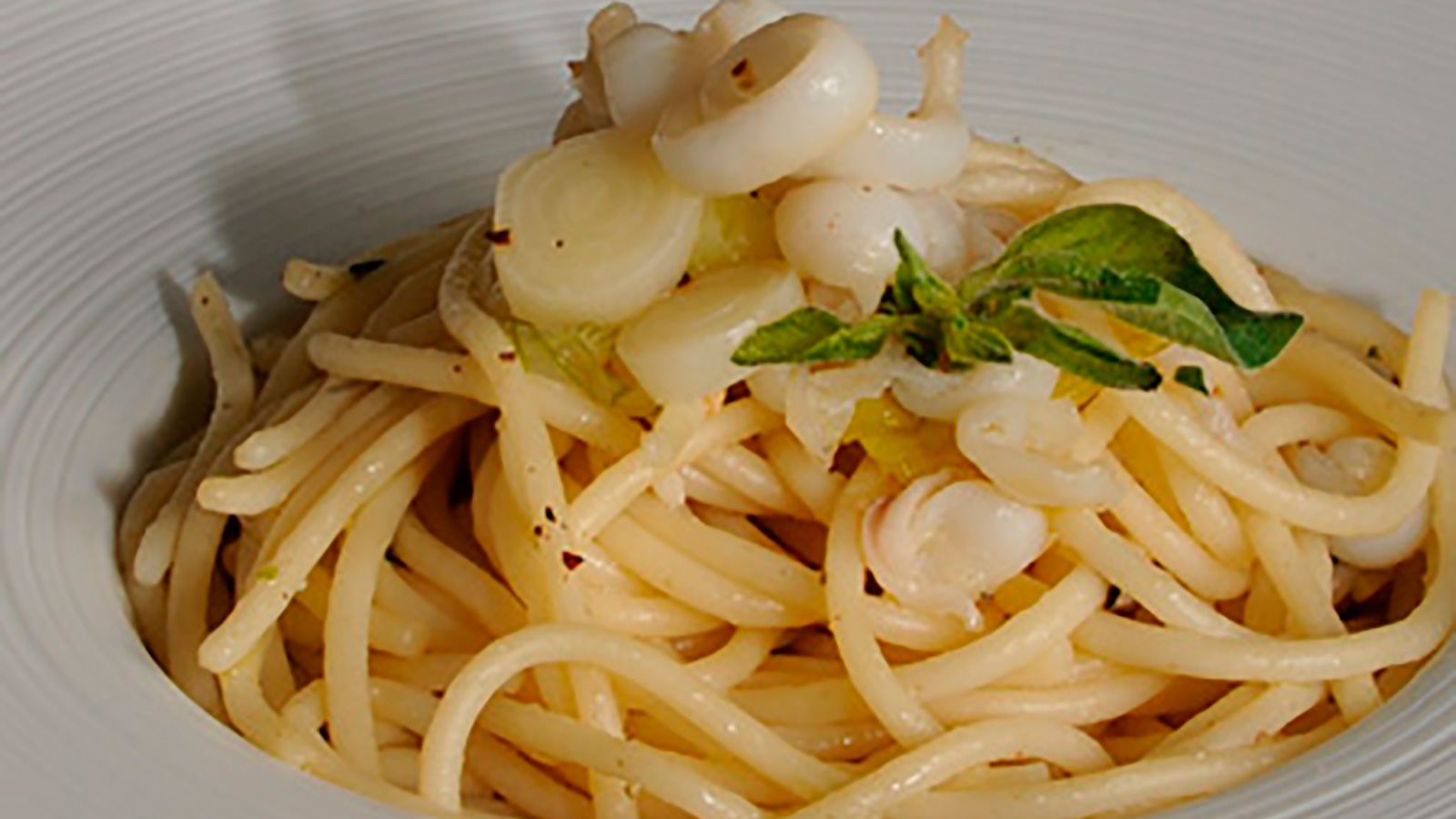 Espaguetis con calamares diana cabrera receta canal for Diana cabrera canal cocina