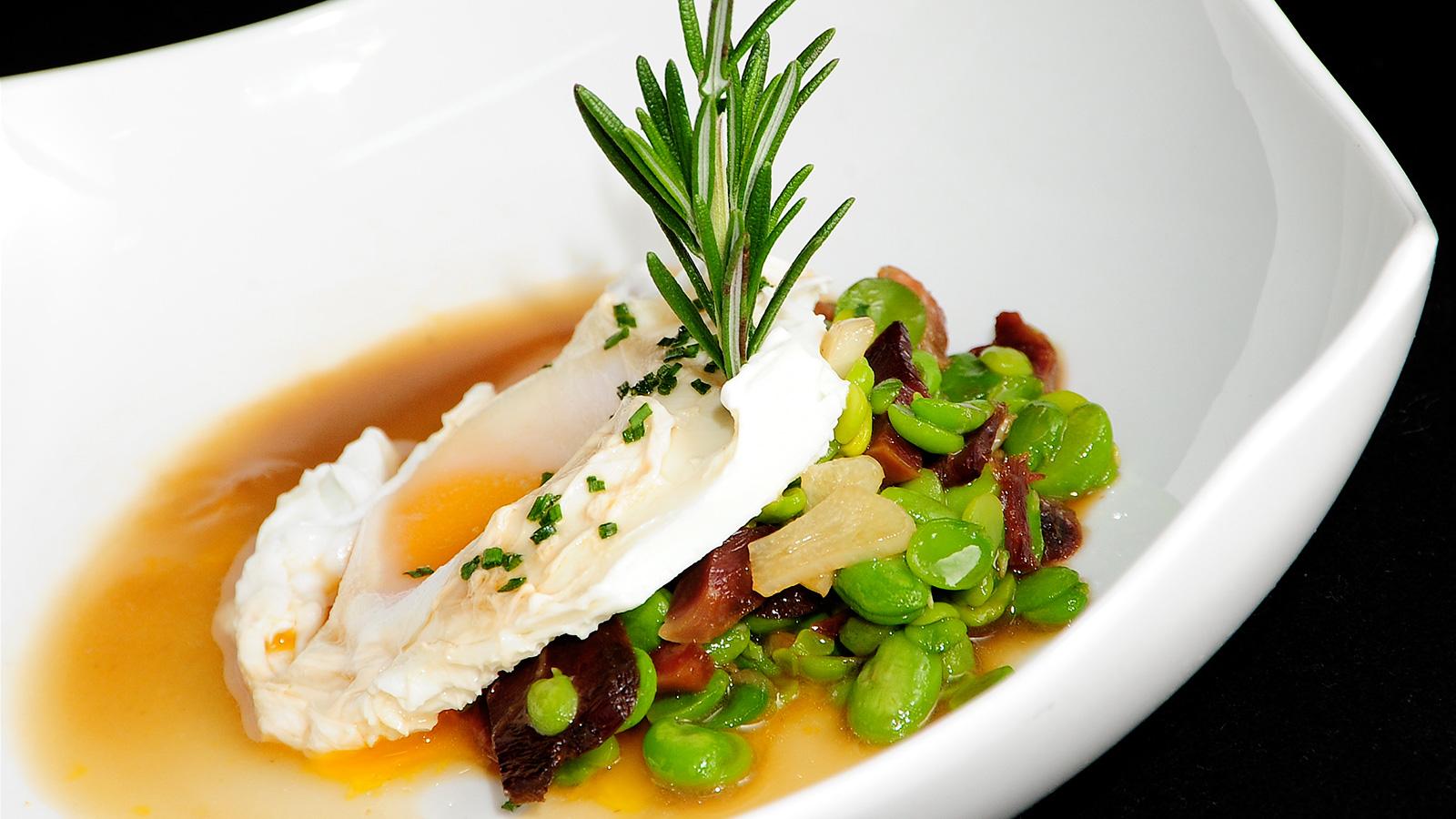 Habitas frescas con mollejitas de pato y huevo escalfado for Chema de isidro canal cocina