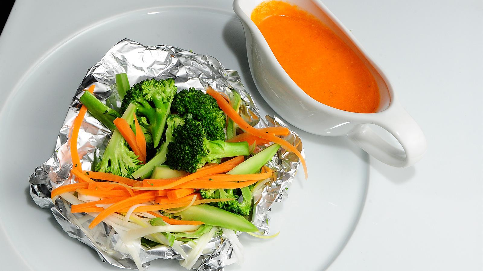 Papillote de br coli y verduras con mojo canario chema for Chema de isidro canal cocina