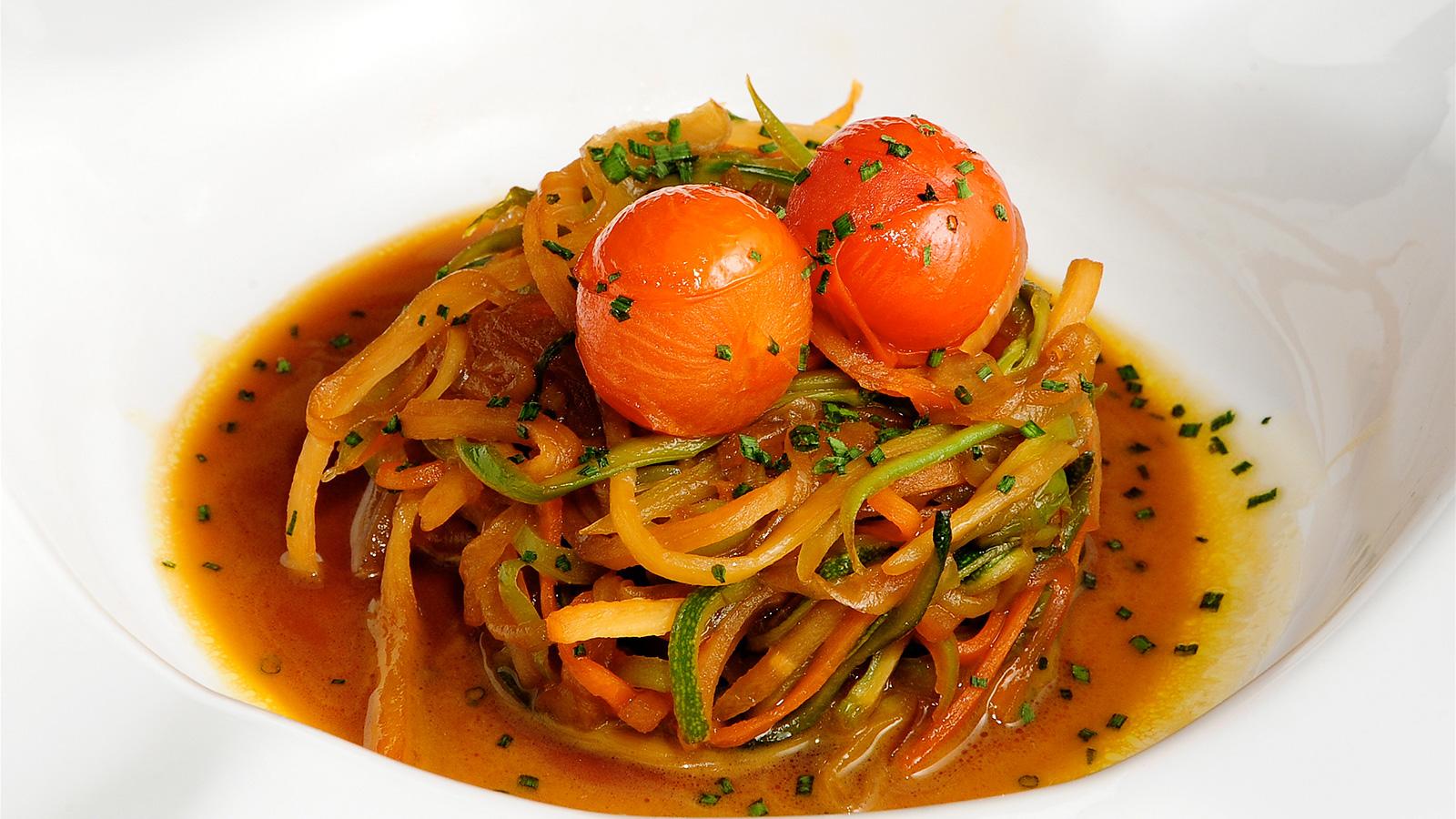 Tallarines de verduras agridulces chema de isidro for Chema de isidro canal cocina