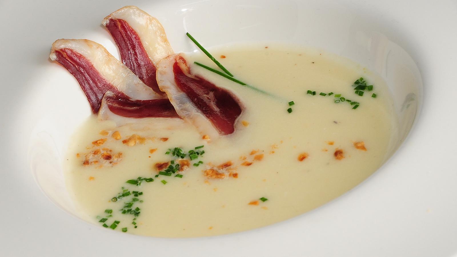 Vichyssoise de puerros con avellanas y jamon de pato for Chema de isidro canal cocina