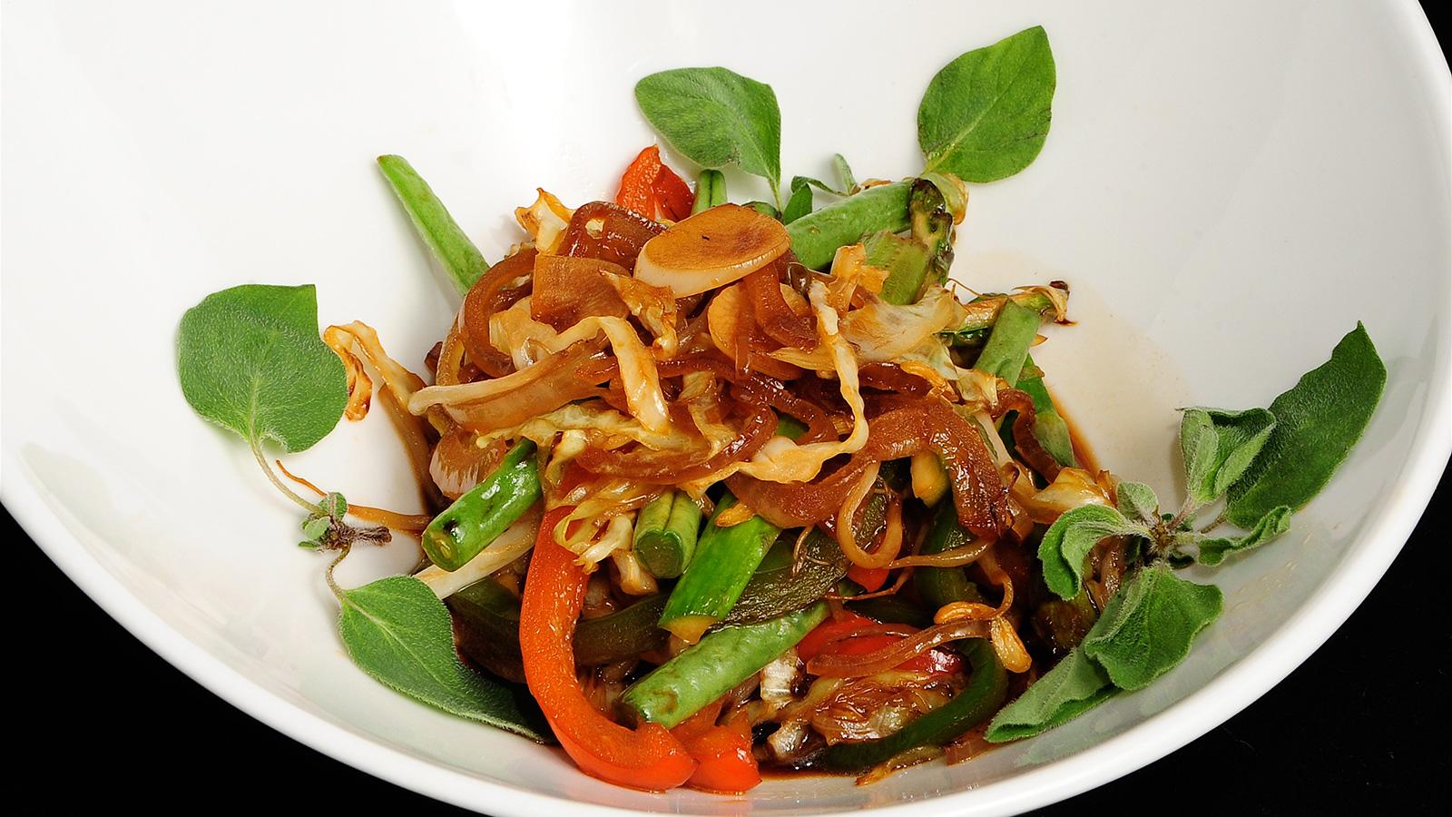 Wok de verduras con soja chema de isidro v zquez video for Chema de isidro canal cocina