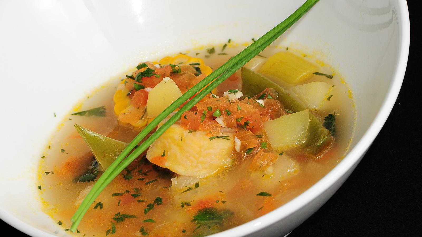 Sancocho de verduras con cilantro chema de isidro for Chema de isidro canal cocina