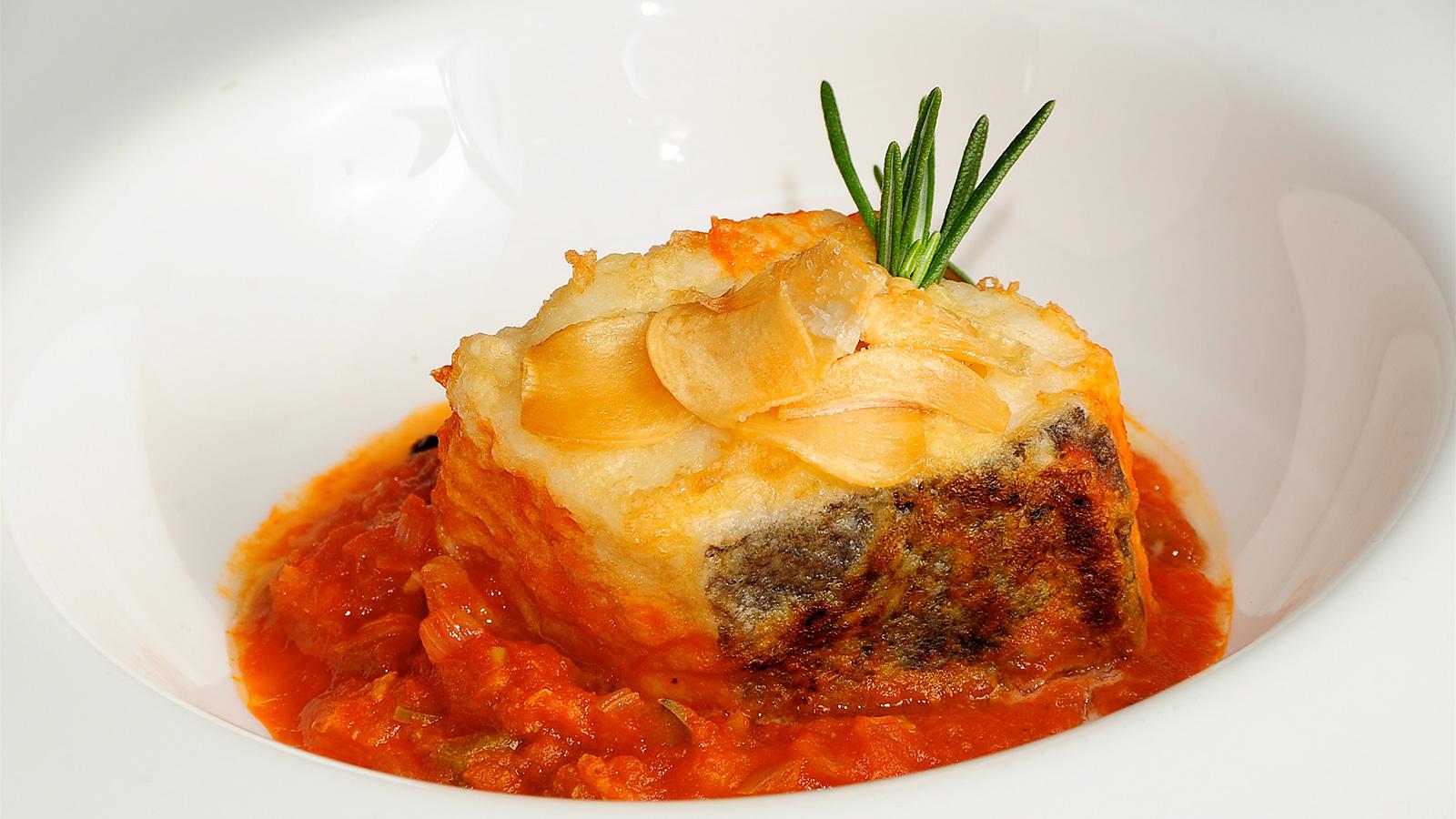 Bacalao con tomate sergio fern ndez receta canal cocina - Bacalao fresco con tomate ...