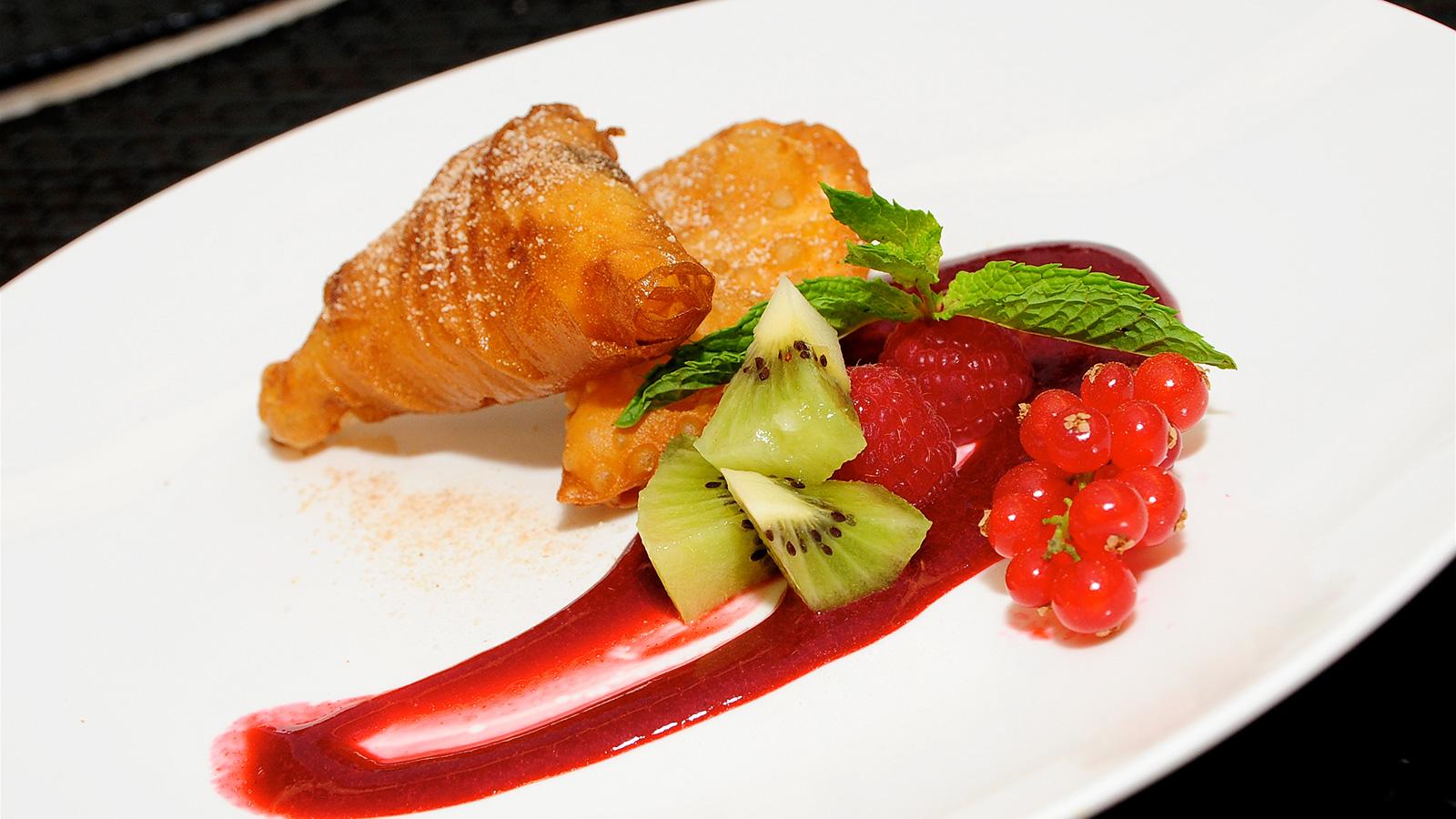 Samosas de crema pastelera con frambuesa y chocolate - Cocina y cia ...