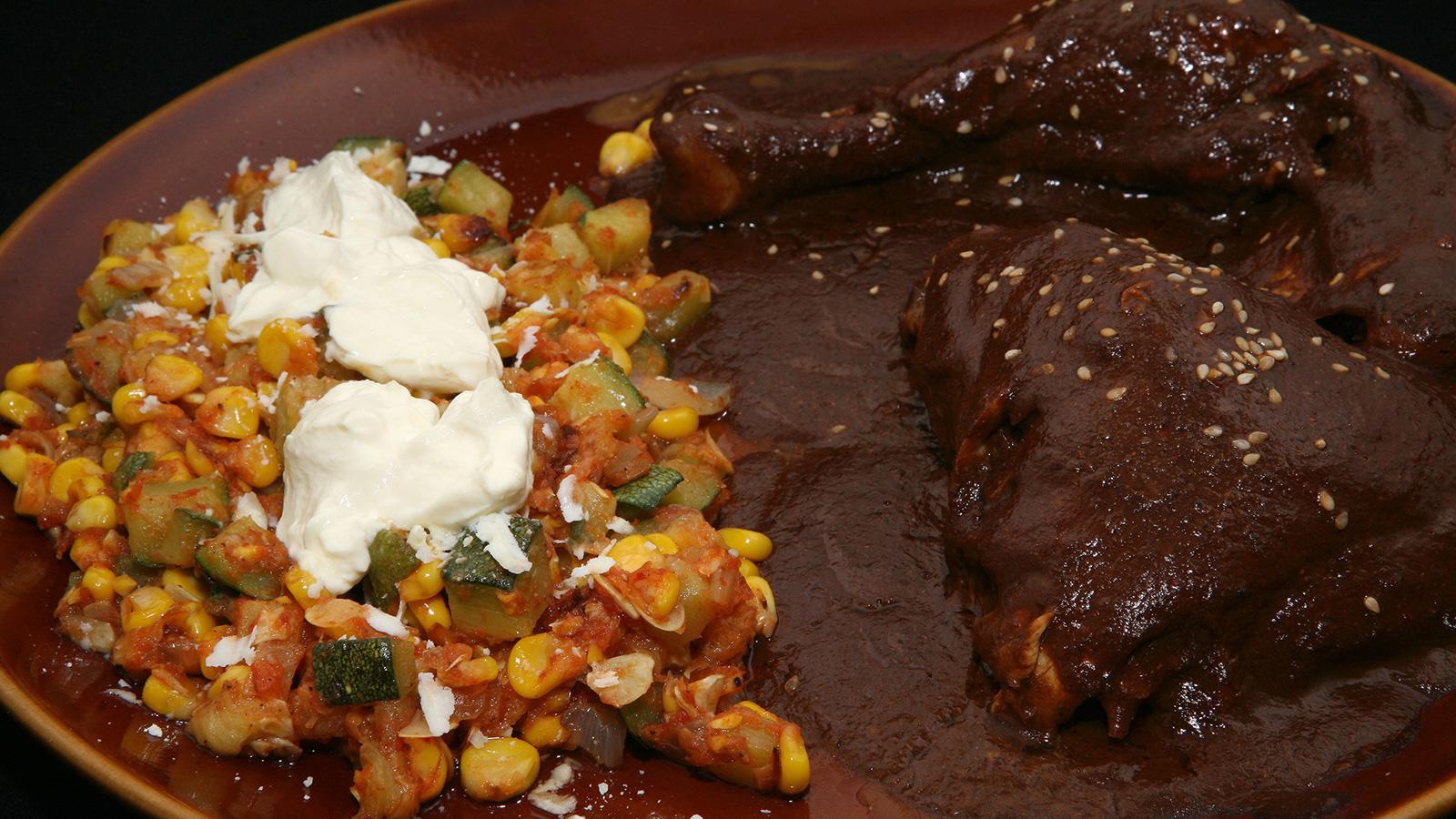 Mole poblano rita s nchez receta canal cocina for Canal cocina mexicana