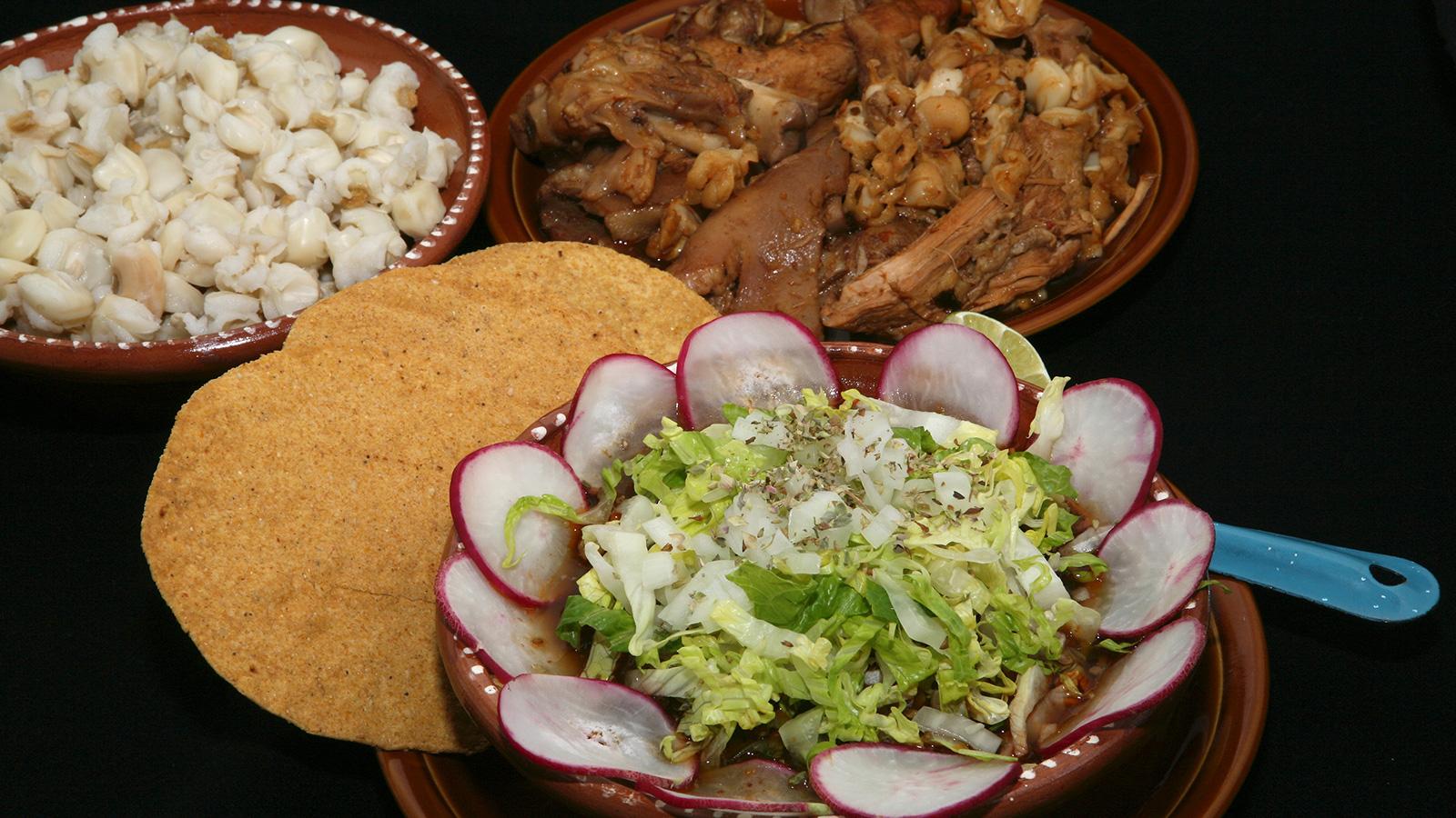 Pozole colorado estilo tapatio rita s nchez receta for Canal cocina mexicana