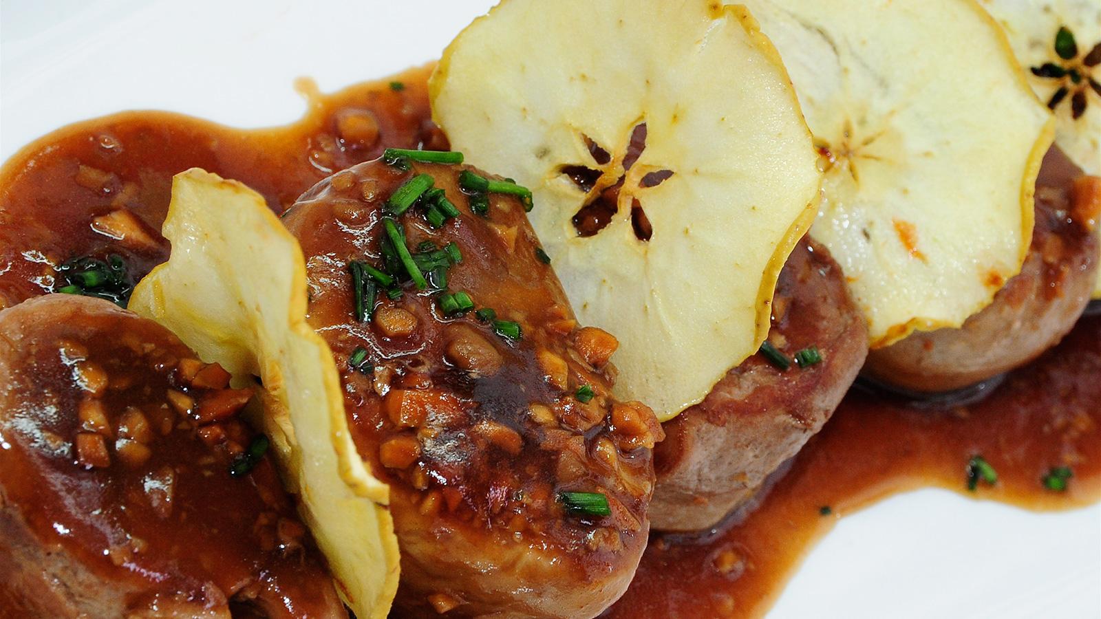 Solomillo ib rico con tres salsas diana cabrera video for Salsa para solomillo