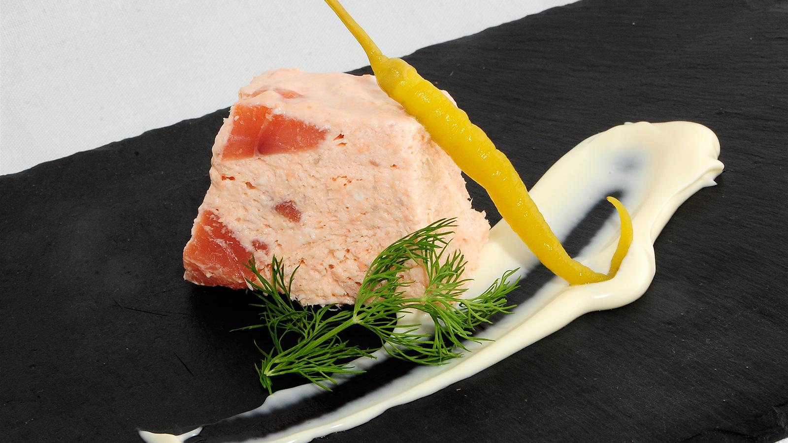 Mousse de fiesta con salm n sergio fern ndez receta for Cocineros de canal cocina