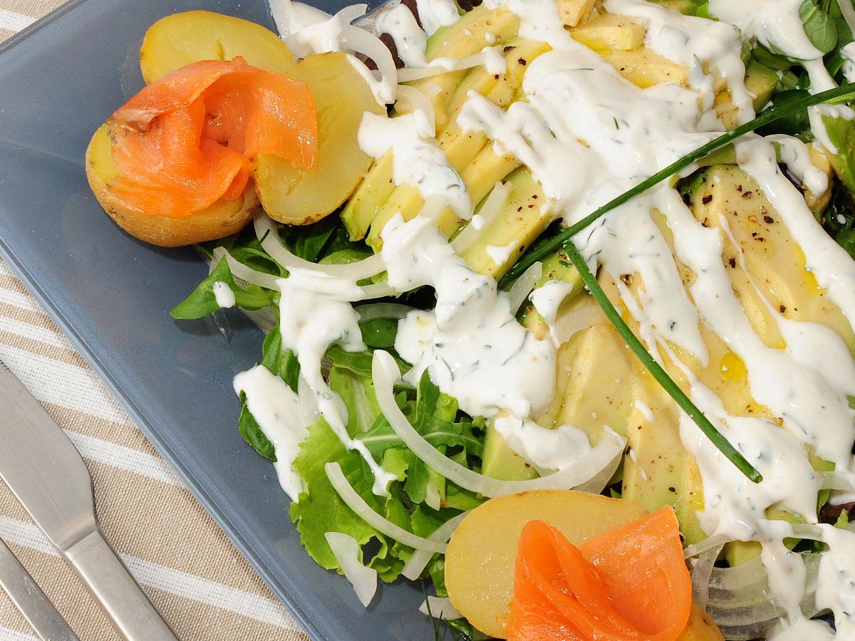 Ensalada de patatitas con aguacate y salm n julius julio bienert receta canal cocina - Ensalada con salmon y aguacate ...