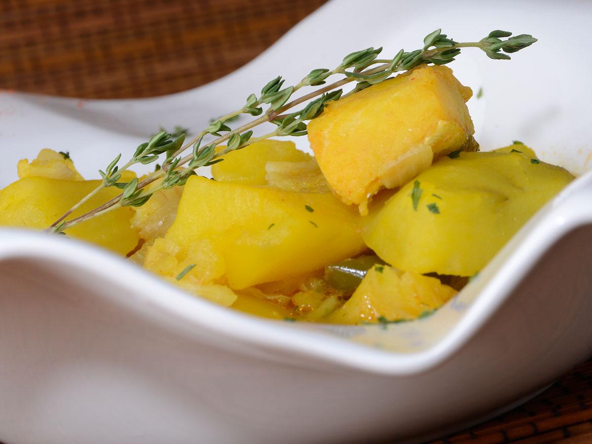 Guiso de patatas con bacalao julius julio bienert for Cocina bacalao con patatas