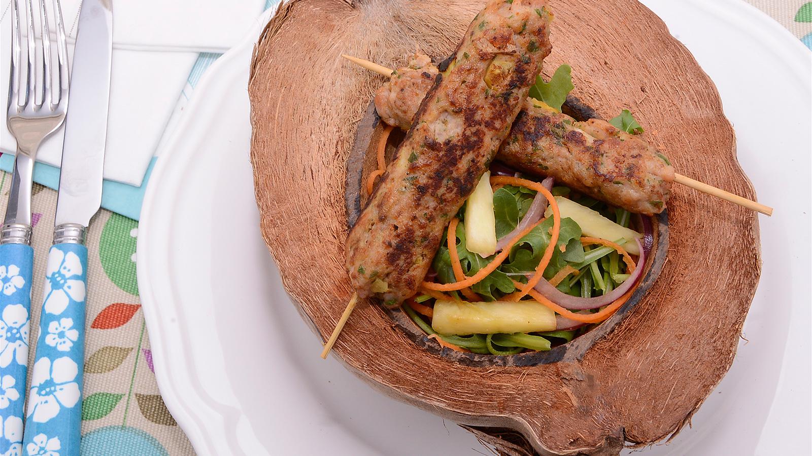 Brocheta de pollo con pi a y coco diana cabrera receta canal cocina - Diana cabrera canal cocina ...