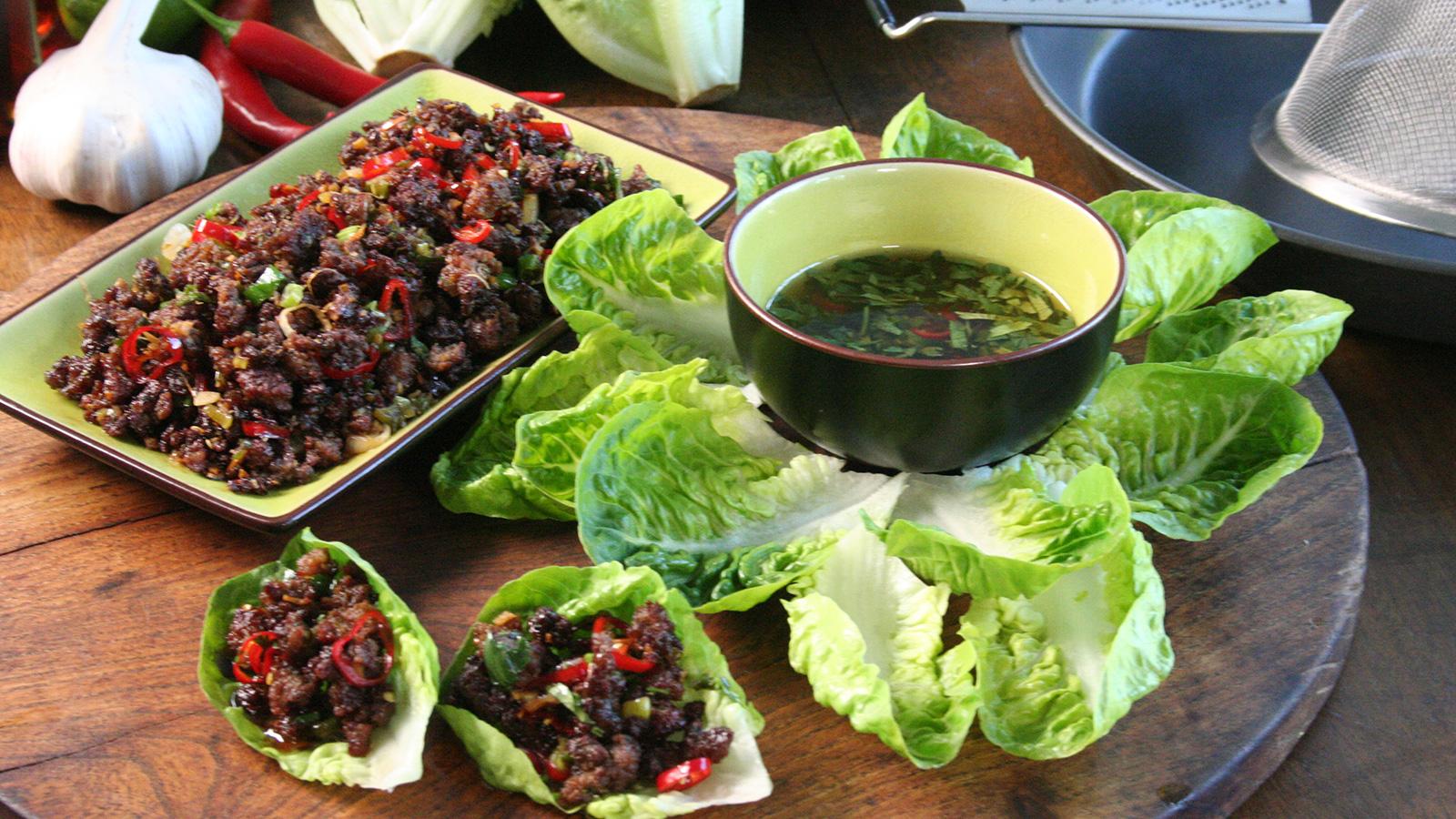 Chiles carne y tiras de lechuga chilli beef lettuce for Comidas para sorprender