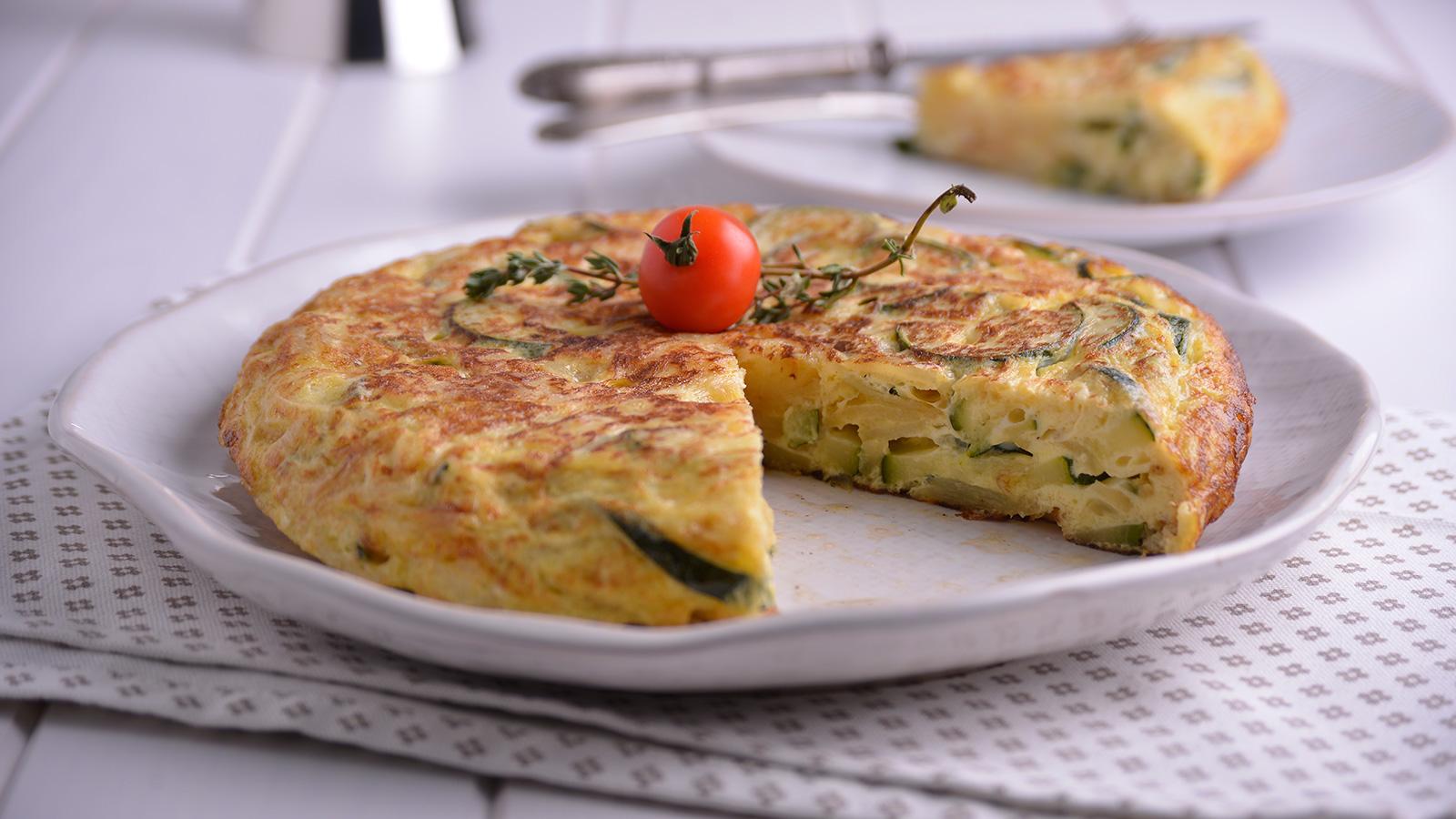 Tortilla de patata con calabac n y cebolla y pan tumaca - Tortilla de calabacin y cebolla ...