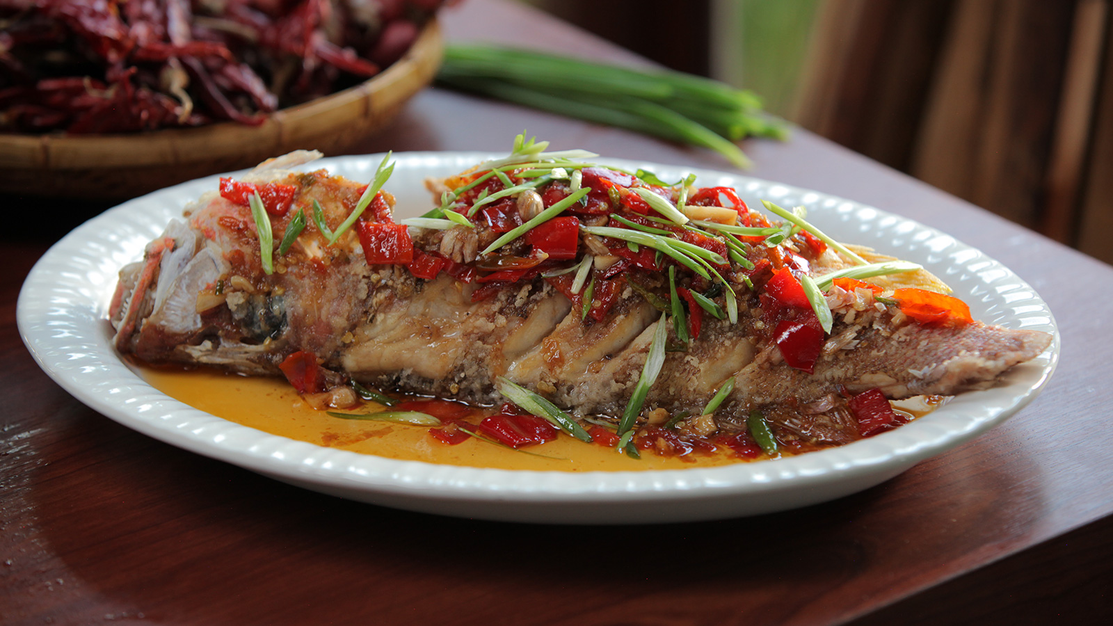 Deep fried whole fish with 3 flavoured sauce pescado for Deep fried whole fish