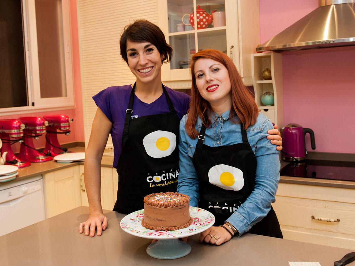 Recetas de cupcakes cookies y tartas canal cocina - Tarta red velvet alma obregon ...