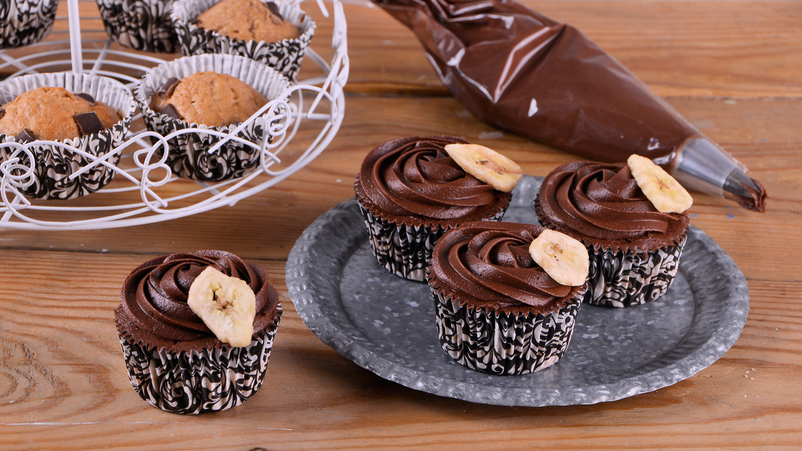 Cupcakes de pl tano y chocolate negro alma obreg n for Canal cocina alma obregon