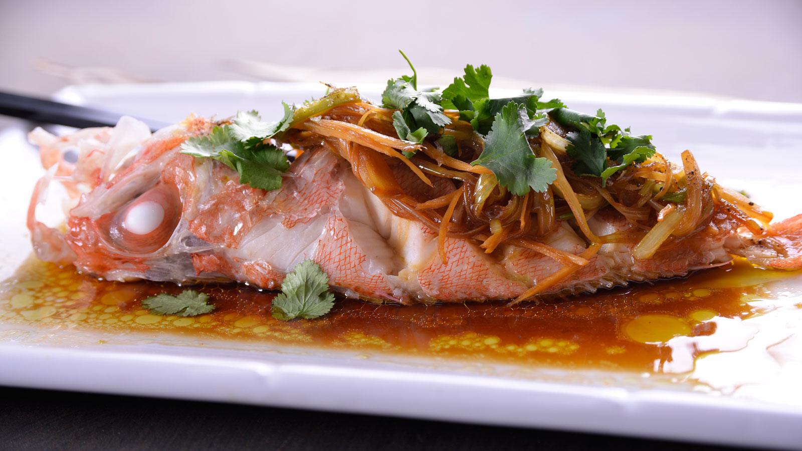 Como Cocinar Pescado Al Vapor | Cabracho Al Vapor Al Estilo Cantones Hung Fai Chiu Chi Video