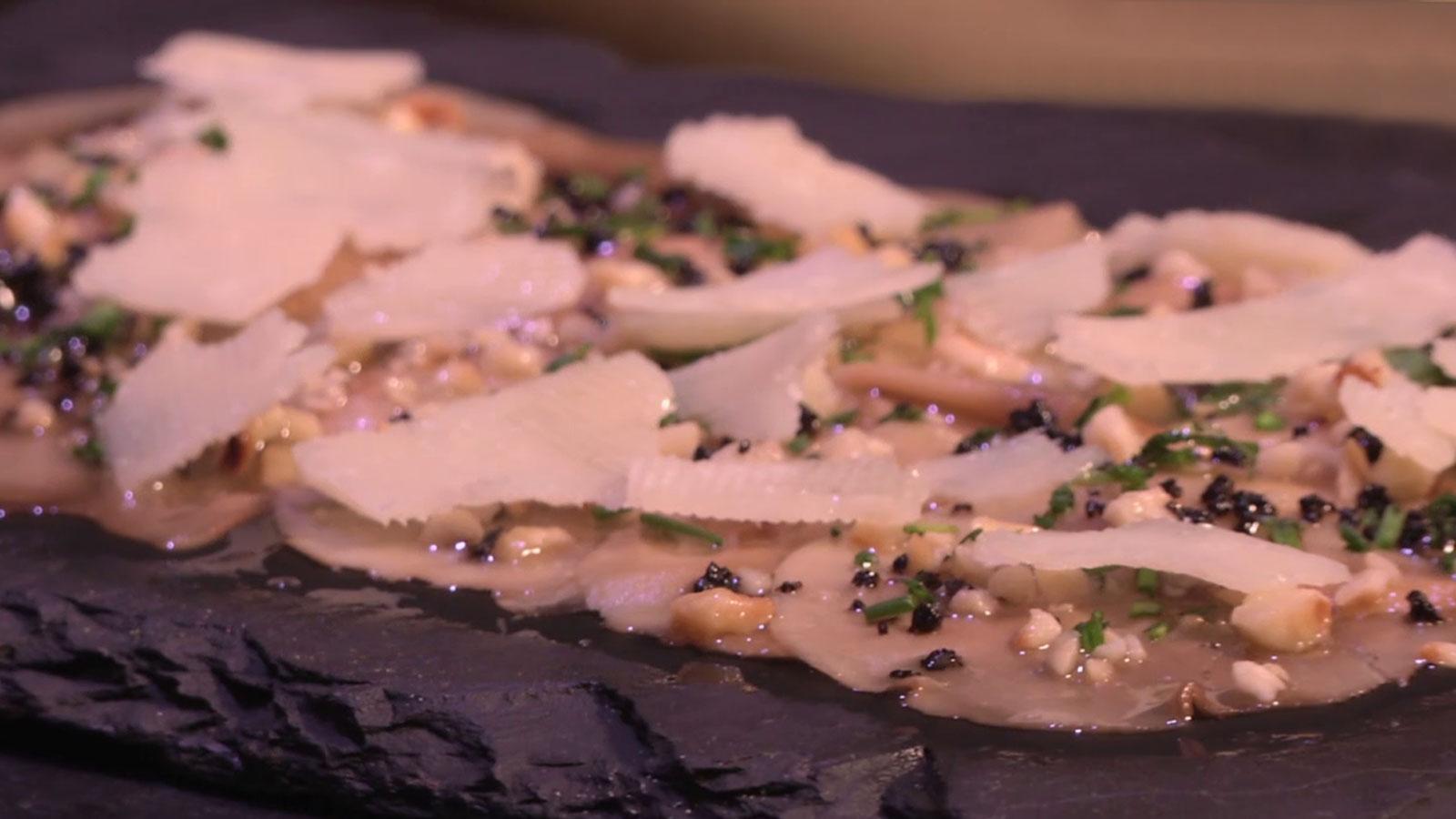 Carpaccio de champi n marinado en trufa con parmesano for Canal cocina tapas