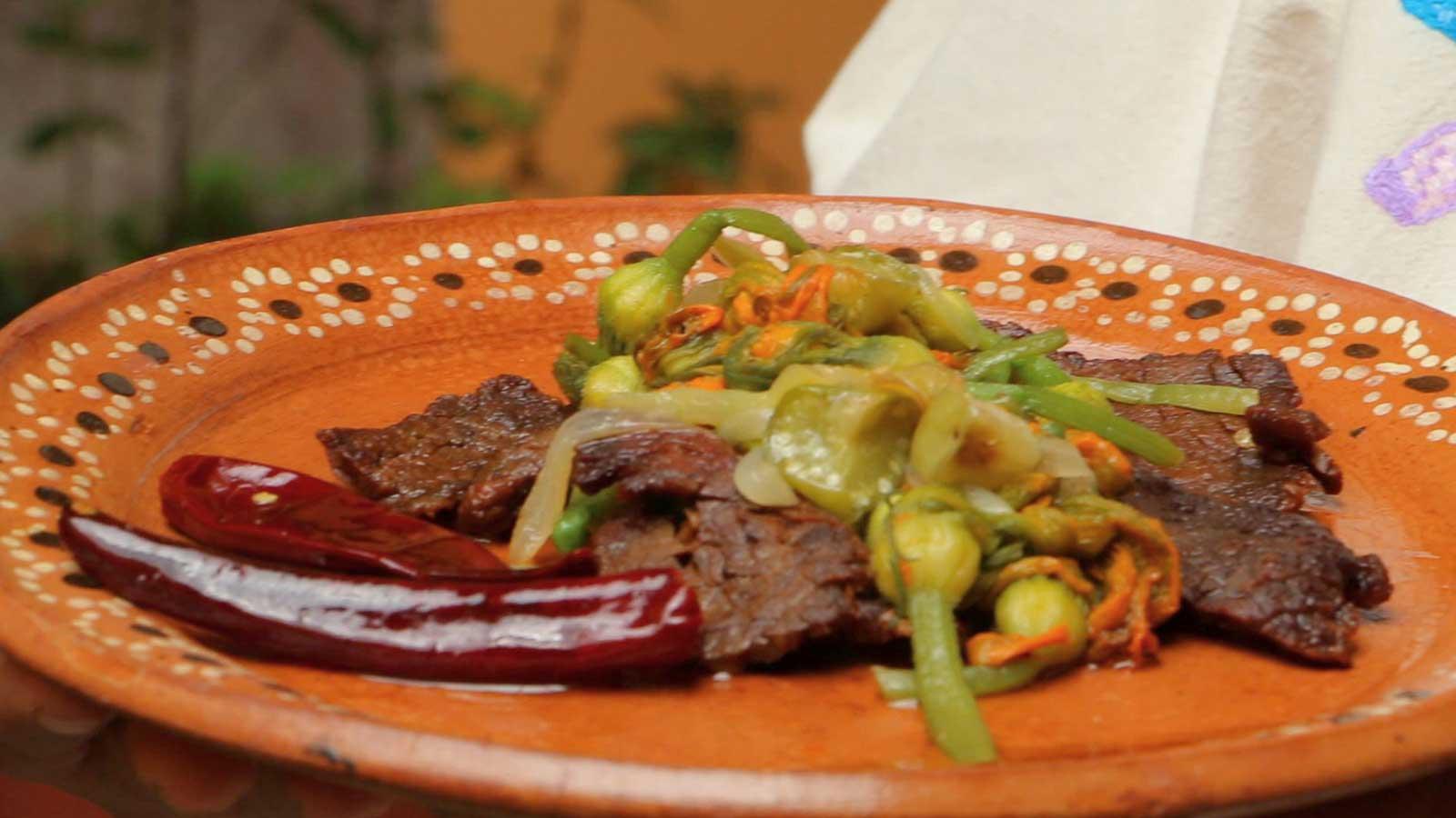Flor de calabaza con cecina canal cocina receta for Canal cocina mexicana