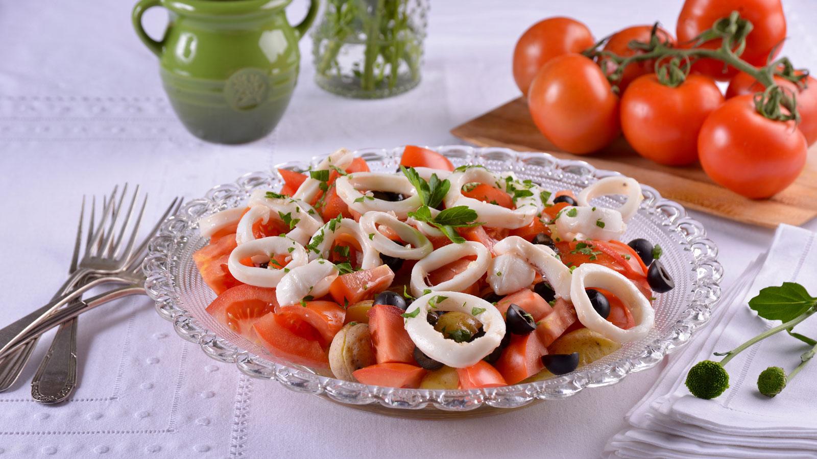 Patatas y calamares a la mediterr nea elena aymerich receta canal cocina - La mediterranea ...