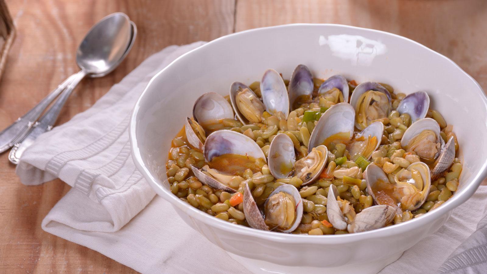 Verdinas con almejas y aceite de azafr n elena aymerich for Canal cocina cocina de familia