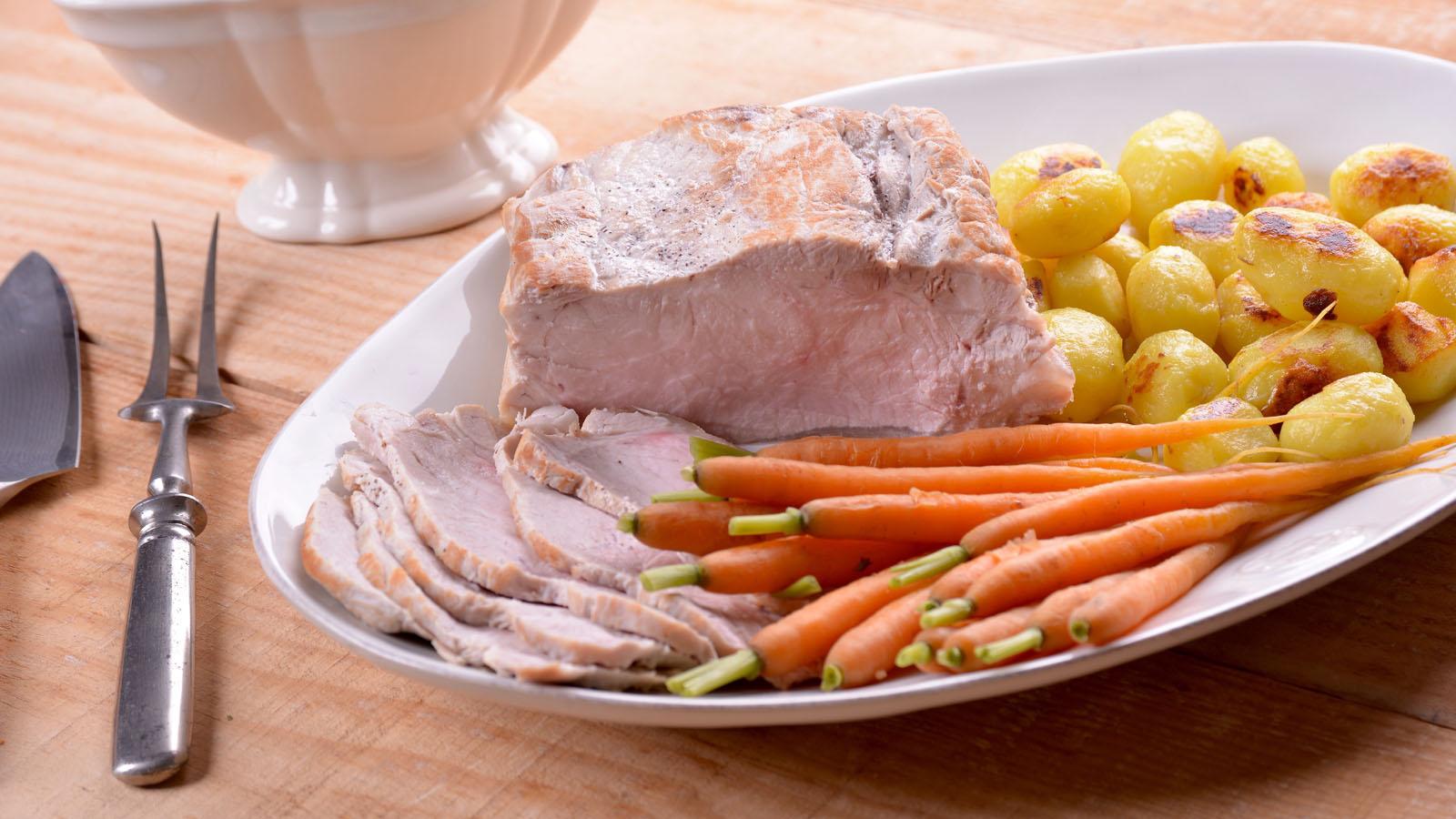 Lomo de cerdo con salsa de leche y ajo elena aymerich for Canal cocina cocina de familia