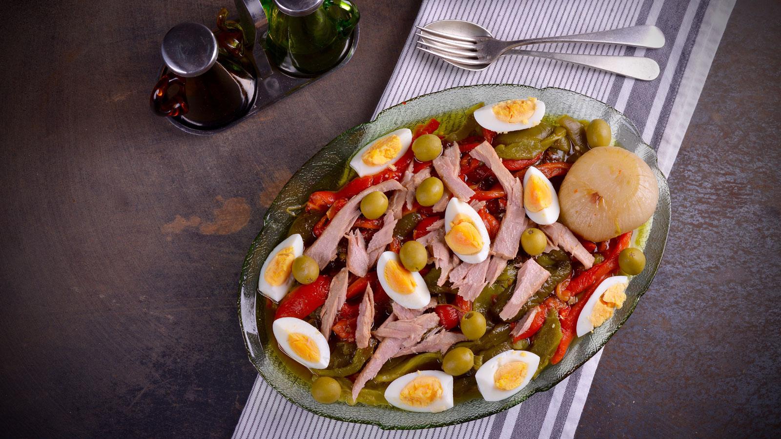 Asadillo de pimientos con ventresca de at n hermana mar a jos receta canal cocina - Divinos pucheros maria jose ...