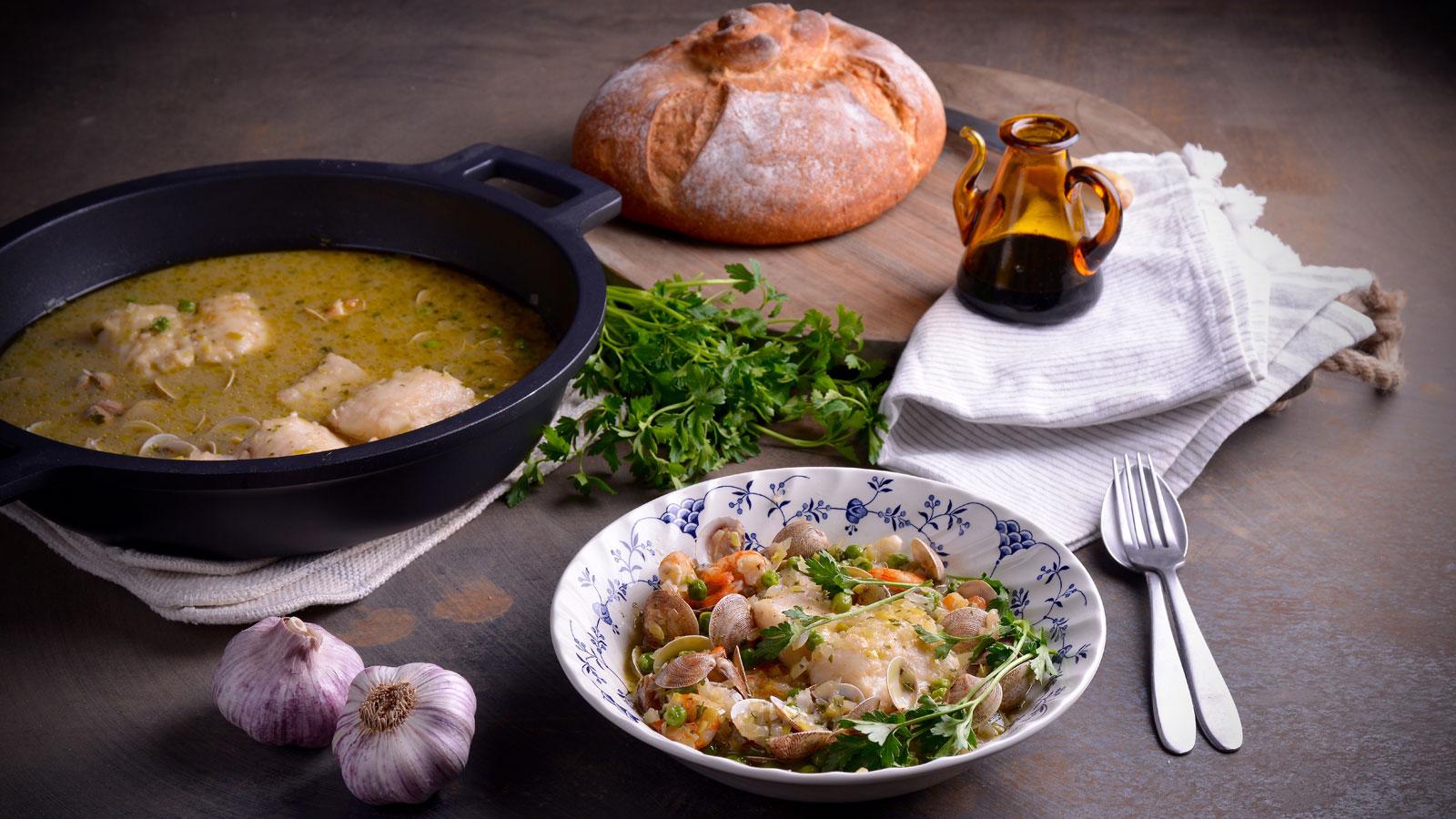 Merluza a la sidra con gambas y chirlas hermana mar a jos receta canal cocina - Divinos pucheros maria jose ...