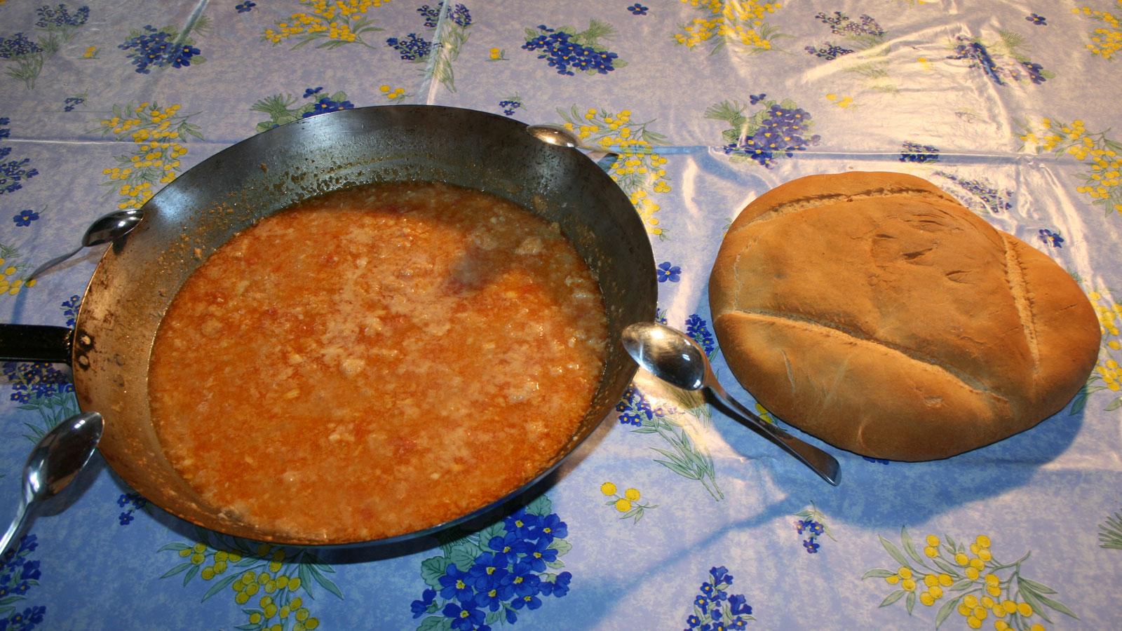 Genial cocina con sergio pepa im genes patatas bravas la for La cocina de sergio