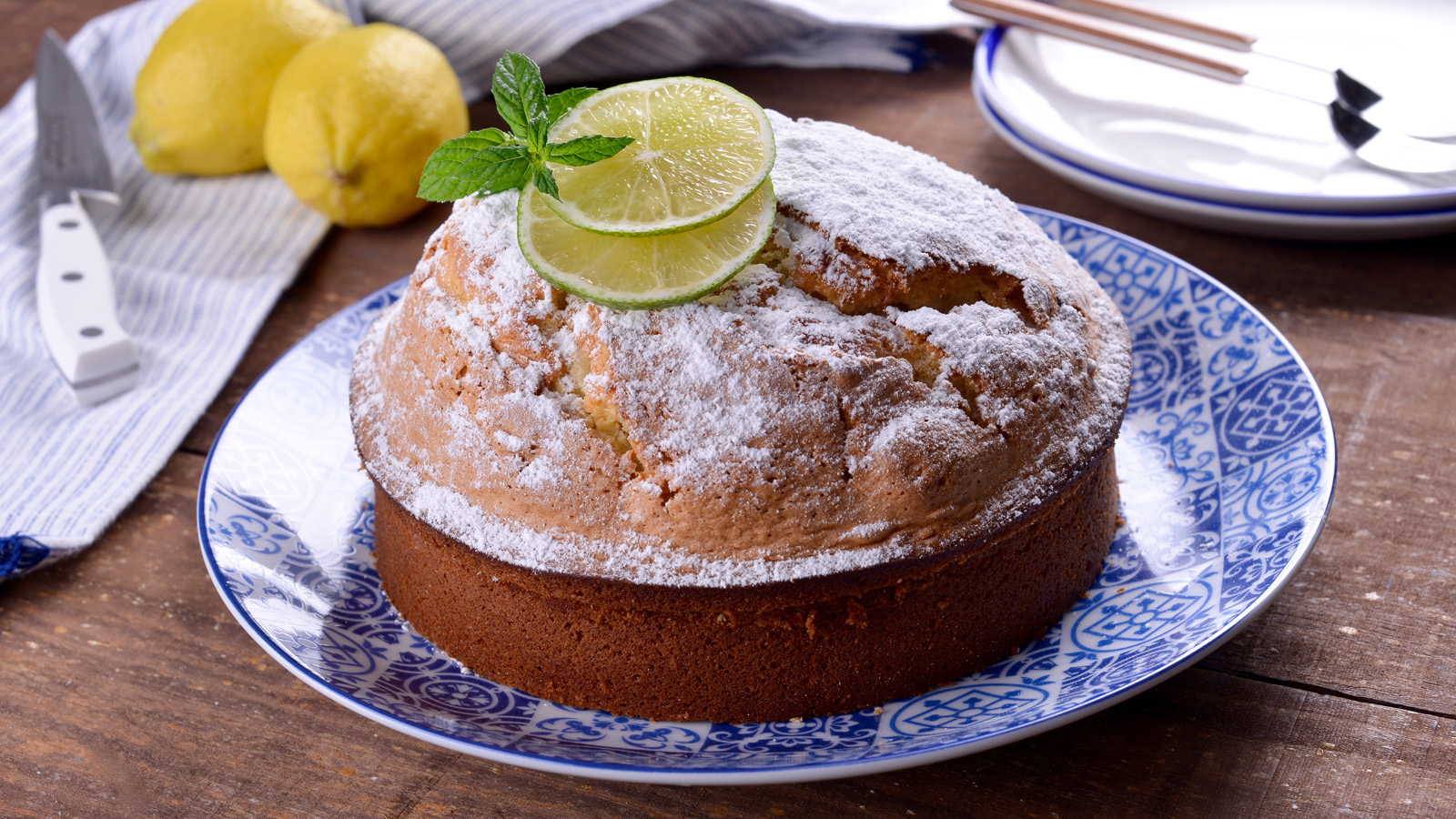 Bizcocho relleno de yogurt sergio fern ndez receta for Cocina con sergio bizcocho